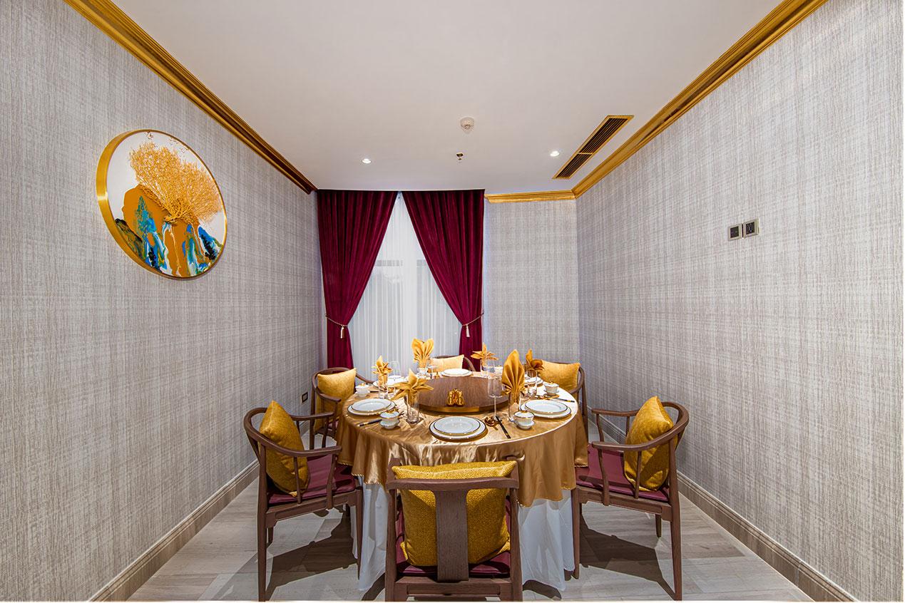 Nhà hàng Golden Lake Palace